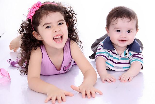fotos de criancas em estudio