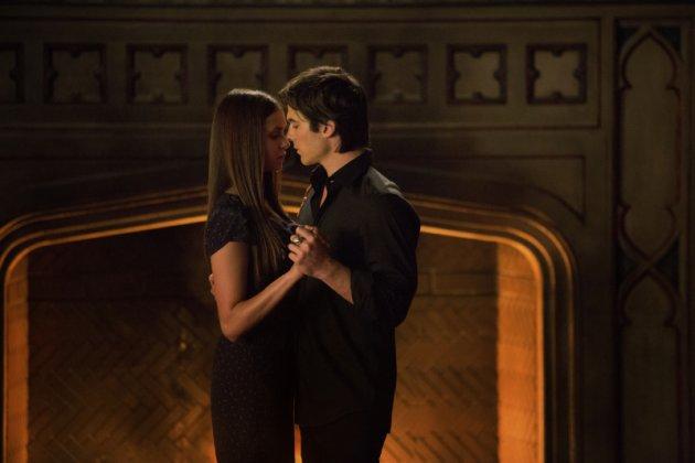 Elena y damon hacen el amor por primera vez [PUNIQRANDLINE-(au-dating-names.txt) 51