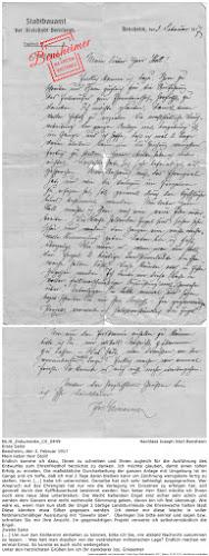 """NLJS_Dokumente_CV_0449; Nachlass Joseph Stoll Bensheim; Erste Seite: Bensheim, den 3. Februar 1917, Mein lieber Herr Stoll! Endlich komme ich dazu, Ihnen zu schreiben und Ihnen zugleich für die Ausführung des Entwurfes zum Ehrenfriedhof herzlichst zu danken. Ich möchte glauben, damit einen tollen Erfolg zu erzielen. Die maßstäbliche Durcharbeitung der ganzen Anlage mit Umgebung ist im Gange und ich hoffe, daß ich mal 2 Tage daran bleiben kann um Zeichnung wenigstens fertig zu stellen. Herrn [...] habe ich unterrichtet. Derselbe hat sich sehr befriedigt ausgesprochen. Wer Anspruch auf das Ehrengrab hat nur wie die Verlegung im Einzelnen zu erfolgen hat, soll generell durch den Kyffhäuserbund bestimmt werden. Nun lieber Herr Stoll möchte ich Ihnen noch eine neue Idee unterbreiten: Die Wacht haltenden Engel sind sicher sehr schön und werden dem Ganzen eine recht weihevolle Stimmung geben, davon bin ich fest überzeugt. Wie wäre es, wenn man nun statt der Engel 2 bärtige Landsturmleute die Ehrenwache halten lässt Diese könnten etwa Silber gegossen werden. Ich denke mir diese Wache in voller feldmarschmäßiger Ausrüstung mit """"Gewehr über"""". Überlegen Sie bitte einmal und sagen bzw. schreiben Sie mir Ihre Ansicht. Im gegenwärtigen Projekt verwerte ich selbstverständlich die Engel. Zweite Seite: [...] Um nun den Endtermin einhalten zu können, bitte ich Sie, mir alsbald Nachricht zukommen zu lassen. - Was hält man draußen von der veränderten militärischen Lage? Endlich machen wir einmal Ernst. So konnte es auch nicht weitergehen. Unter den herzlichsten Grüßen bin ich Ihr dankbarer Jos. Griesemer; digitalisiert und transkribiert: Frank-Egon Stoll-Berberich 2017 ©."""