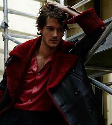 César Domboy, actor en Outlander y modelo