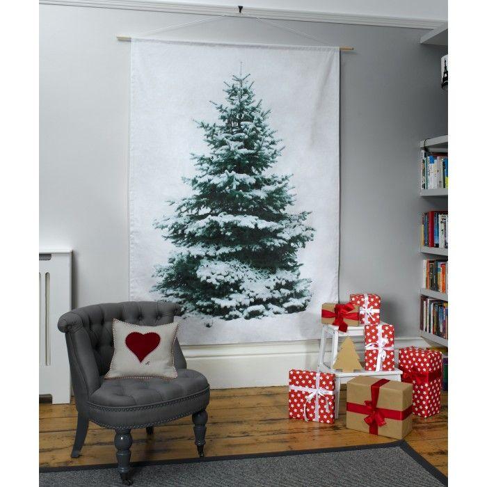Árvores de natal criativa de parede feita com pintura em tecido