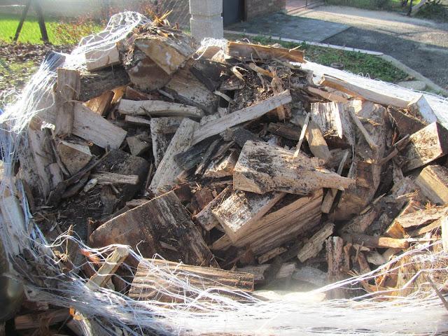 Tűzifa helyett fa hulladékvolt a hálóban
