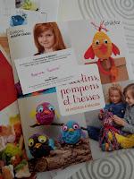 http://mon-irreel.blogspot.fr/2015/11/tricotin-pompons-et-tresses-24-modeles.html