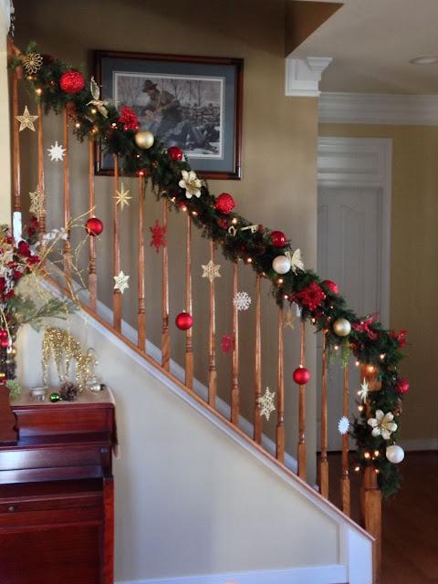 decoração de natal escada interna