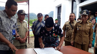 Sehan Landjar Resmikan Balai Desa Bongkudai Timur
