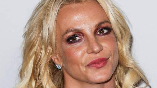 Don't touch, it's art! Britney Spears nega M&G a fã durante show em Londres