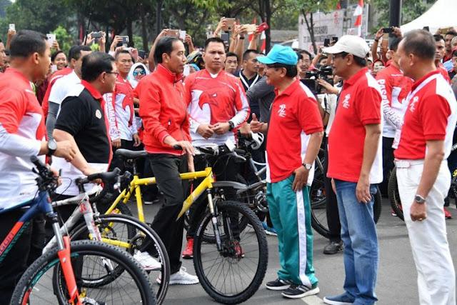 Rocky Gerung Nilai Seharusnya Jokowi Tak Bagi-bagi Sepeda, tetapi...