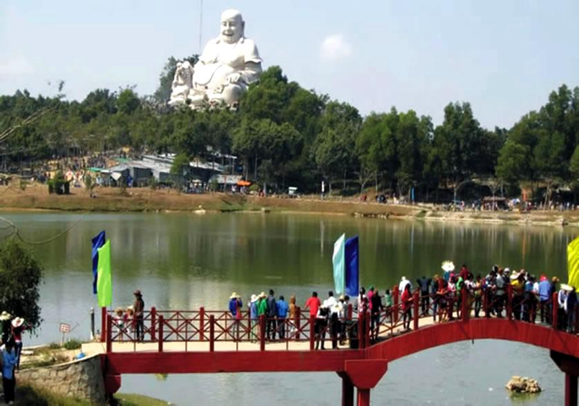 Núi Cấm - tượng Phật Di Lạc