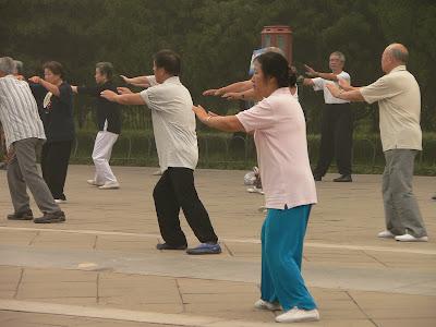 Peoplel practise tai chi in Beijing's Temple of Heaven