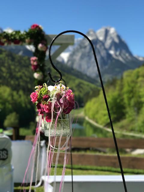 Shades of pink, weddings abroard, mountain wedding at the lake, wedding, Bavaria, Germany, Garmisch, Riessersee Hotel, getting married in Bavaria, wedding planner Uschi Glas