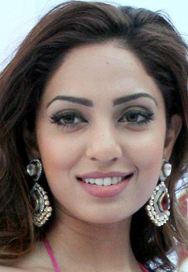 Sobhita Dhulipala Gemstone Studded Platinum Earrings