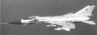 Un Su-15TM mostra l'armamento missilistico completo.
