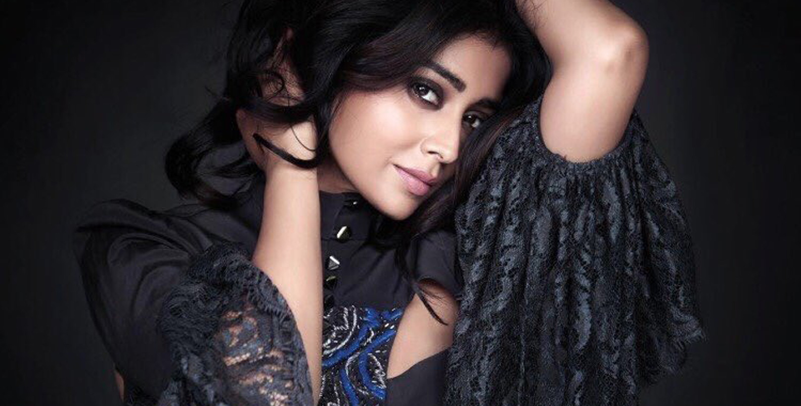 top 10 best shriya saran hd free wallpaper download images