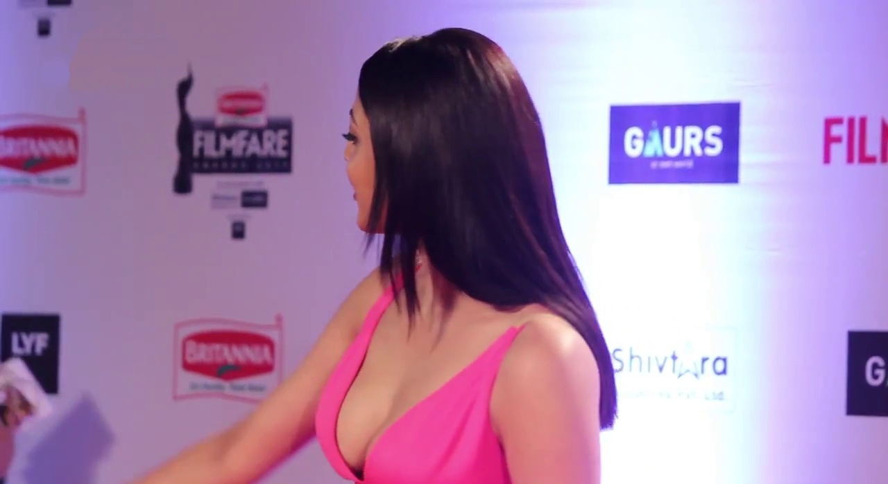 Kajal Aggrawal hot in pink gown
