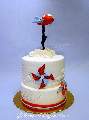 tarta de bautizo avión y molinillos