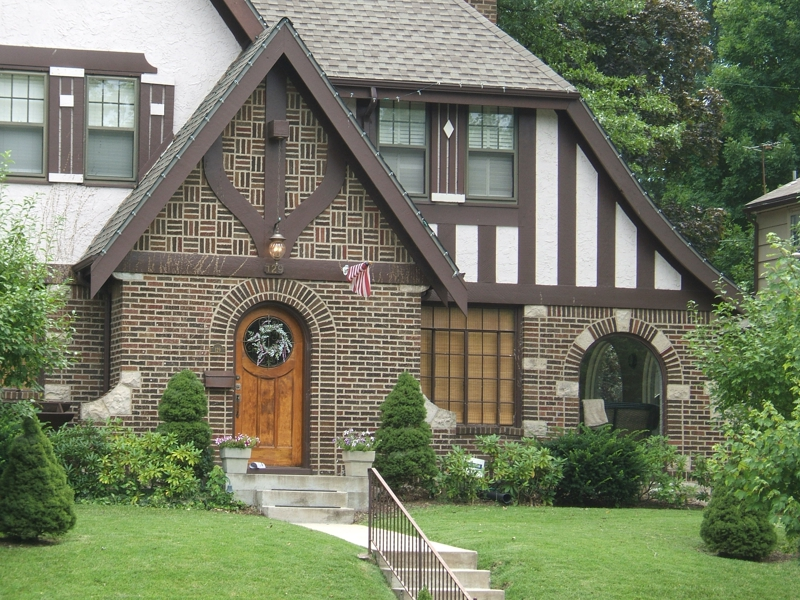 My two cents i 39 m all about tudor style houses for Tudor siding