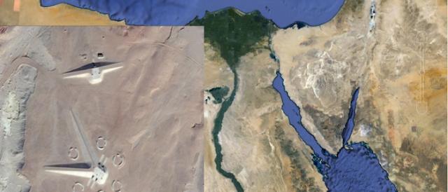 """اكتشاف مبنى غريب الشكل في صحراء مصر الشرقية بواسطة برنامج """"Google Earth""""  مفاجأة"""