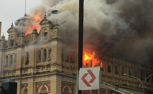 Museu da Língua Portuguesa é tomado pelo fogo
