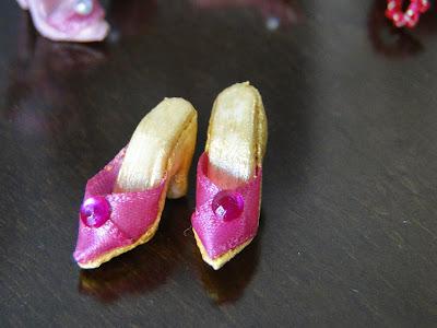 sandália / tamanco para barbie criada por Pecunia MM