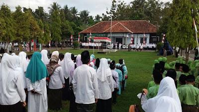Memperingati Hari Santri, Para Santri Pituruh Upacara di Lapangan Kecamatan Pituruh