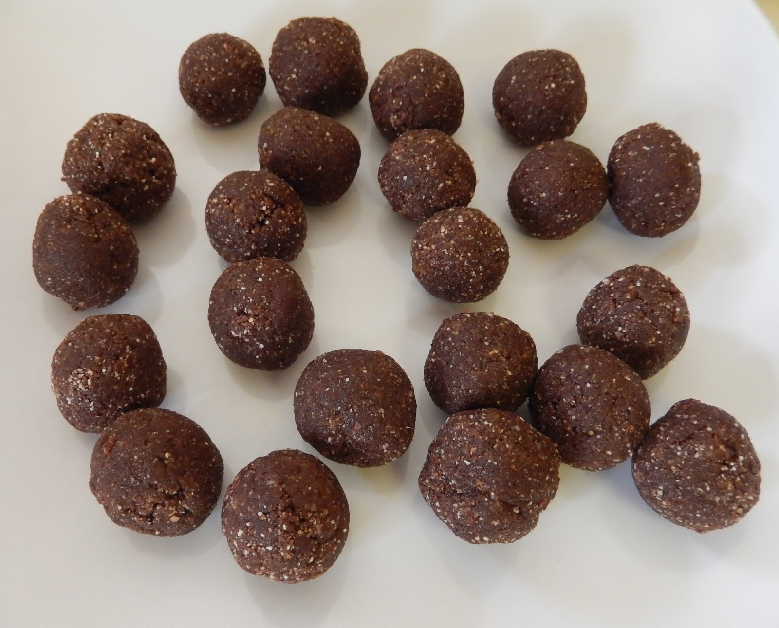 theworldaccordingtoeggface: Chocolate Mint Protein Balls and Shakes