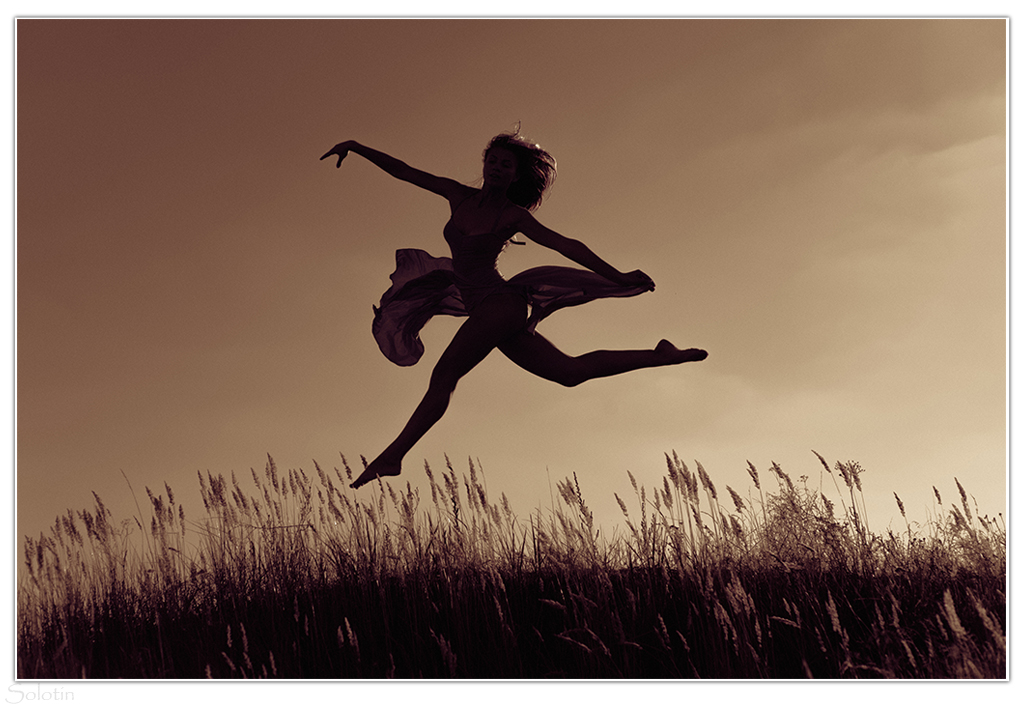 фотосессия прыжки на закате