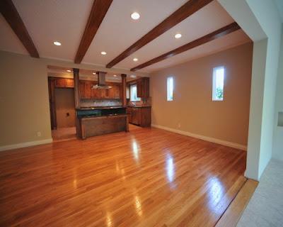 Sàn gỗ tự nhiên giáng hương có màu sắc đẹp và cuốn hút