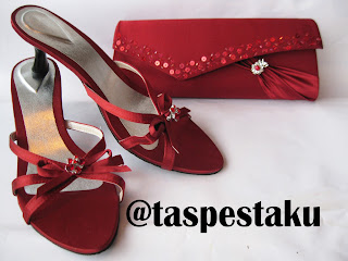 Set matching tas pesta maroon elegant