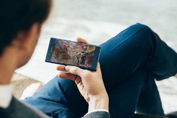 XPERIA XZ Premiumには動画視聴スタンドが必須!
