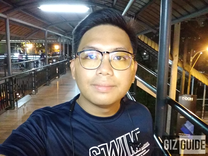 Lowlight selfie flash