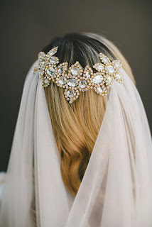 luxurious bridal comb for veil