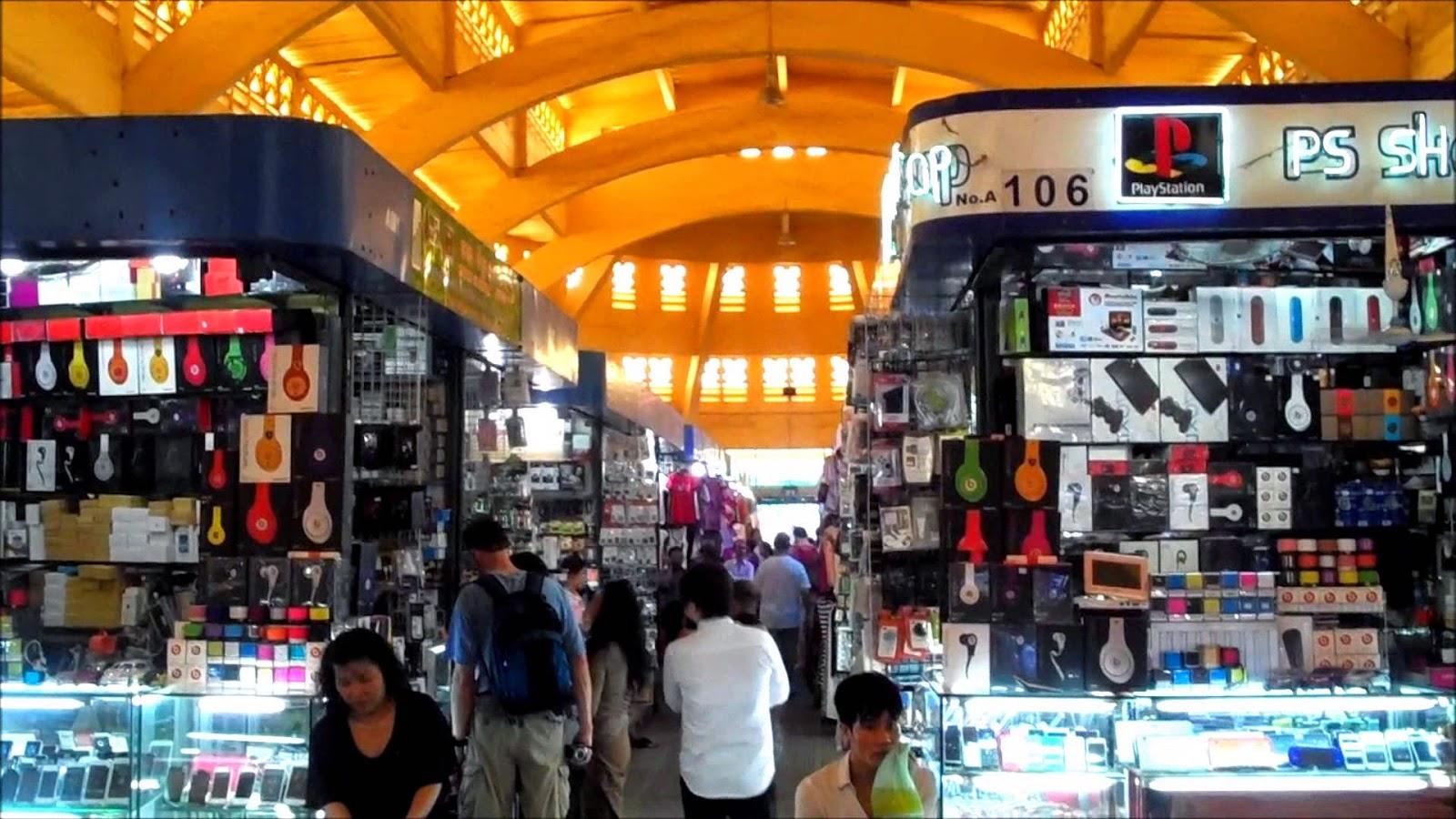 Các gian hàng bên trong chợ PhSa-Thmay (chợ Mới)