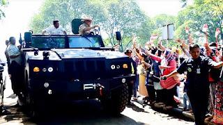 Menhan Prabowo Subianto Coba Kendaraan Taktis Komodo 4x4