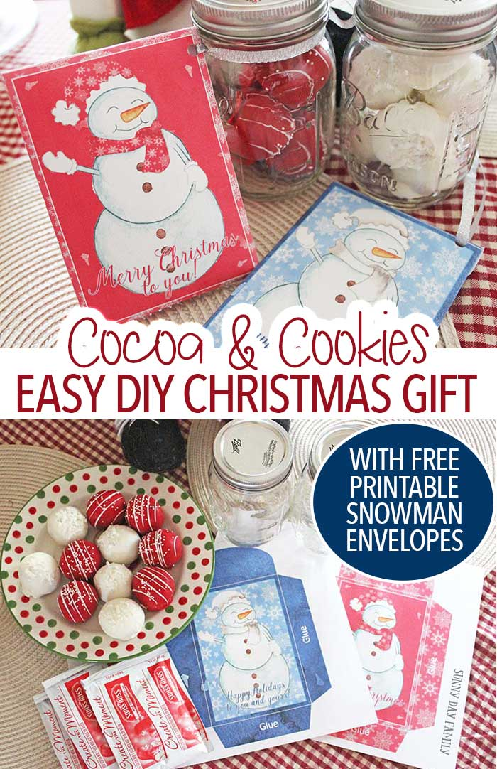 Need an easy DIY Christmas gift that everyone will love? Package cookies and hot chocolate together for a sweet treat! Includes free printable gift envelopes so it's super easy to put together. Love the mason jar for gifts too!