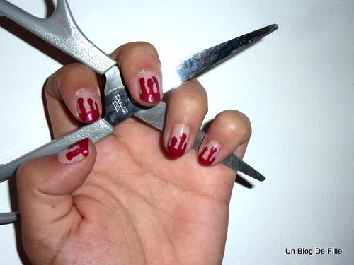 http://unblogdefille.blogspot.fr/2011/11/manucure-dhalloween-bloody-nail-art.html
