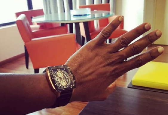 ubi franklin removes wedding ring