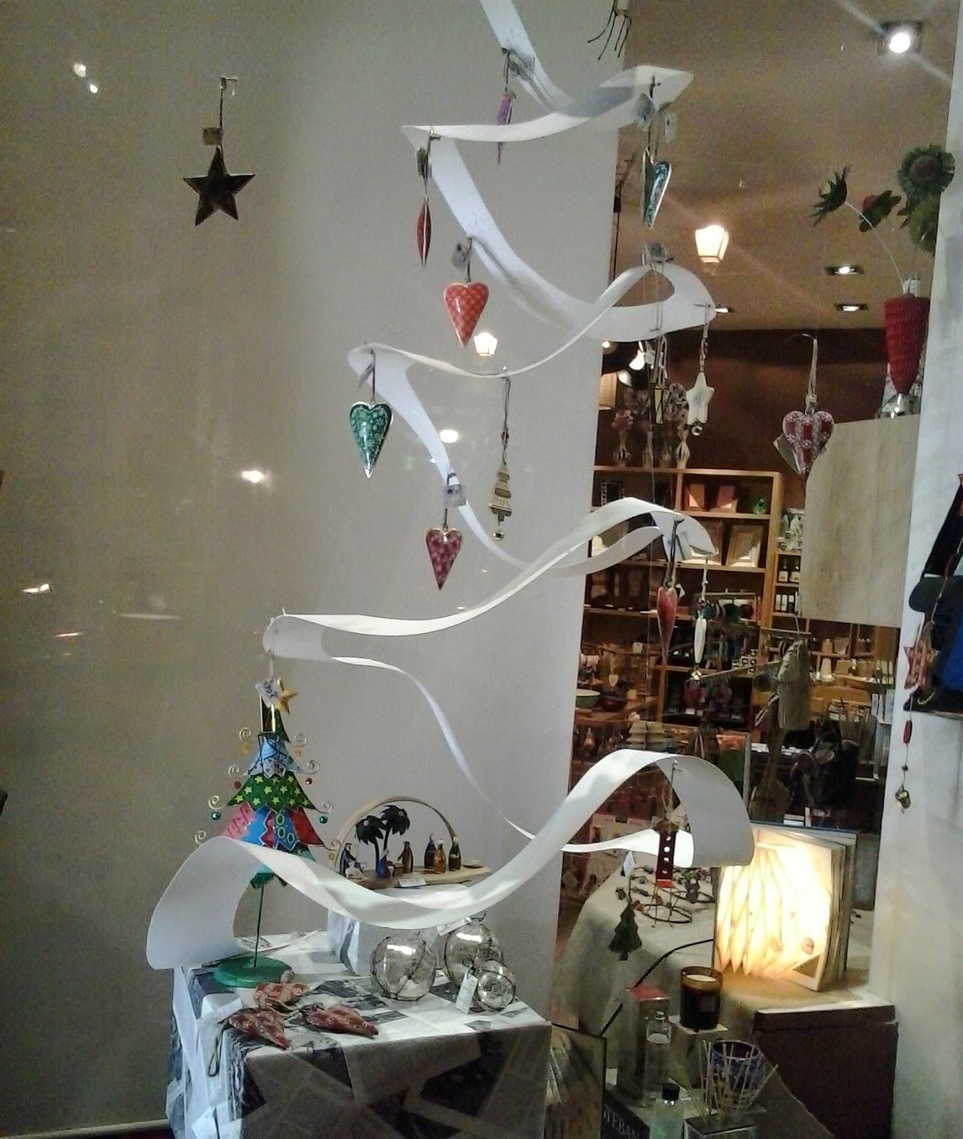 El mundo del reciclaje adornos navide os hechos de for Adornos decorativos
