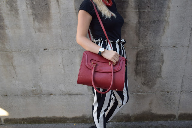 borsa rossa outfit borsa rossa come abbinare una orsa rossa red bag outfit how to wear red bag  orologio daniel wellington outft agosto 2016 mariafelicia magno fashionbl felym fashion blog italiani fashion blogger italiane blog di moda italiani outfit estivi
