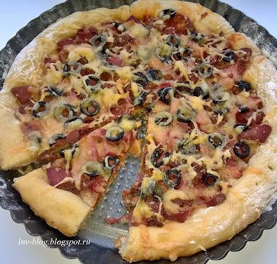 Пицца с двумя видами колбасы