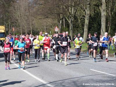 Marathon Hamburg, Läufer kommen in den Stadtpark