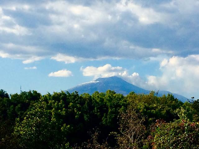 Katania, Widok na Etnę z Ogrodów Belliniego