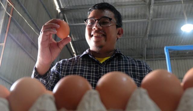 Kisah Pemuda Minang Lulusan Australia Jadi Peternak Ayam
