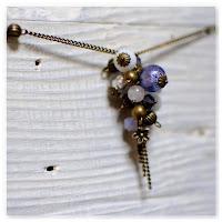 sautoir grappe perles bronze indigo