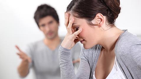 si tu pareja es celosa es una persona infiel y deshonesta poster box cover