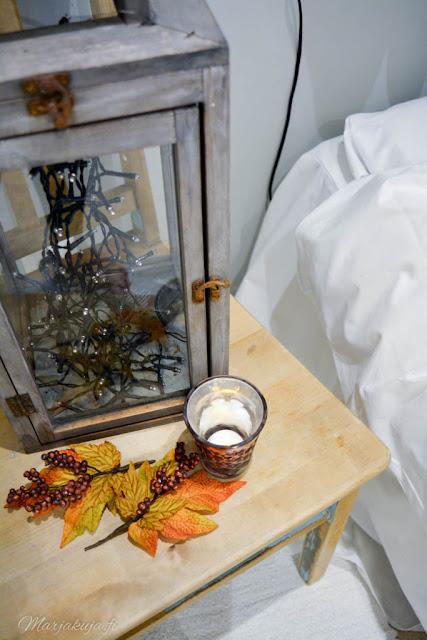 makuuhuoneen syksy sisustus tunnelma kynttilä