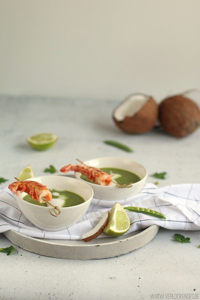 Erbsencremesuppe mit Kokosmilch und Garnelen