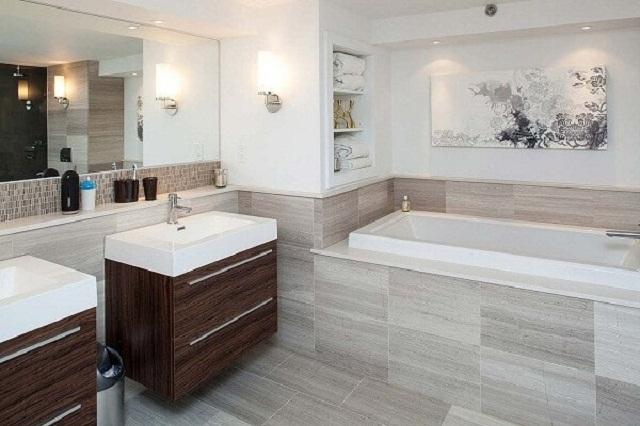 Trang trí phòng tắm bằng tường gỗ