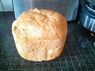 bread made with the Philips purple-stripe breadmaker