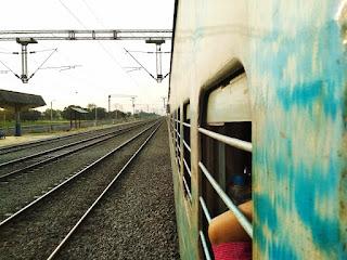 आनंद विहार ( दिल्ली ) से गया और गया से भागलपुर दो लात मारके ट्रेन का रोमांचकारी सफर !!