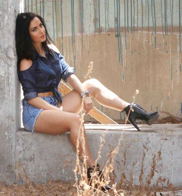 Elli Avram Sizzling Hot Photoshoot Photos